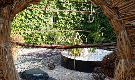 Oculus , et vue du jardin intérieur Bourbon-Lancy