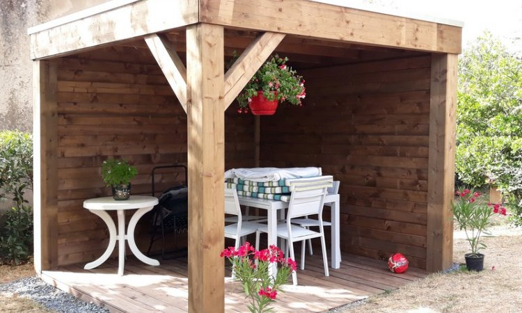 Installation d'une gloriette de jardin à  Bourbon-Lancy